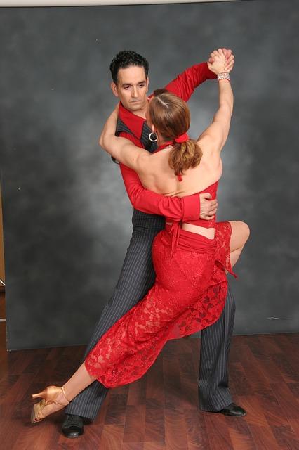 Was zieht man zum Salsa tanzen an?